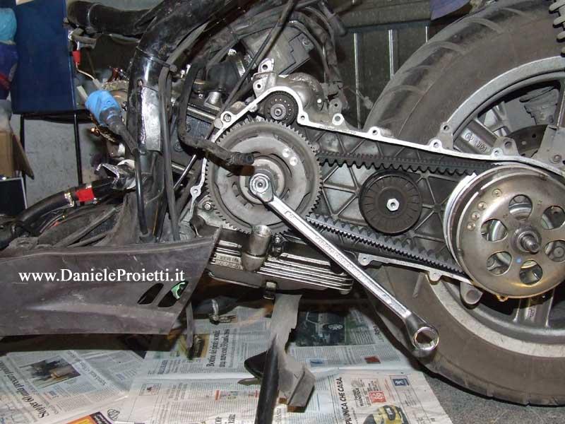 Rotazione albero motore con chiave da 18